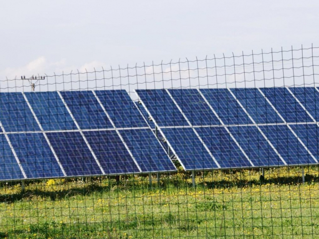 Podpora zelené energie vyjde Českou republiku na bilion korun, dvě třetiny této částky odčerpají provozovatelé fotovoltaických elektráren. Foto Praha Press