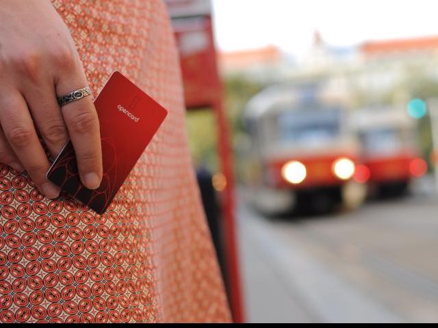 Praha je ode dneška připraveno na přechod od elektronického jízdného na MHD zpět k papírovým kuponům. Foto Magistrát hlavního města Prahy