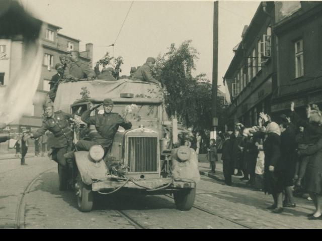 Máte fotografie nebo historické předměty z II. světové války? MČ Praha 8 žádá o jejich zapůjčení. Foto ÚMČ Praha 8