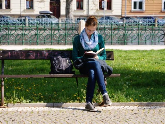 Tři čtvrtiny Čechů jsou znalé alespoň jednoho cizího jazyka. Nejrozšířenější je mezi Čechy jednoznačně angličtina. Foto Praha Press