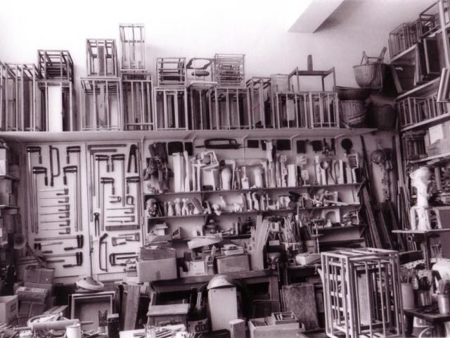 Do Národní galerie v Praze se natrvalo přesouvá ateliér Zbyňka Sekala. Viennese studio 1998, foto Dagmar Hochová