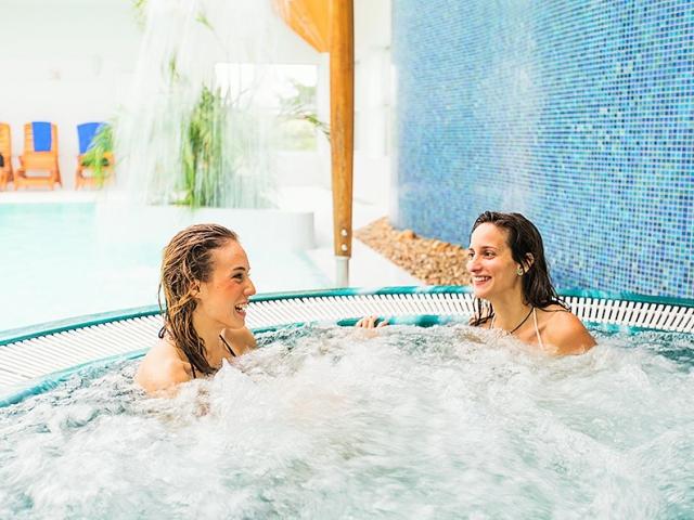 Jarní wellness & relax na jižní Moravě. Speciální třídenní wellness pobyt pro 2 v hotelu Prestige s bonusy. Foto hotel Prestige