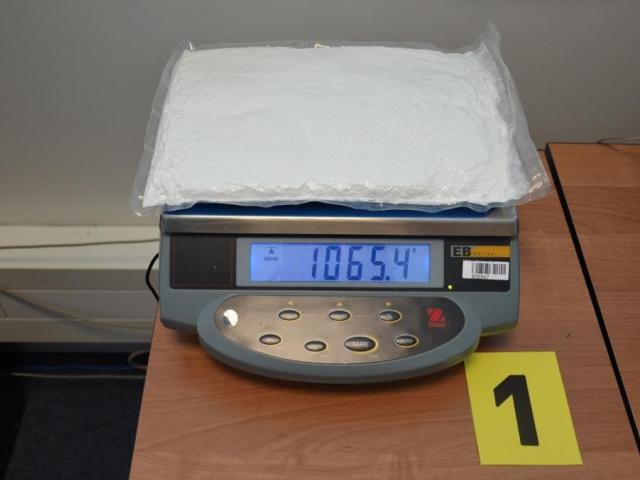 Celníci objevili kontraband při běžné kontrole zavazadel cestujících. Foto Celní úřad Praha Ruzyně