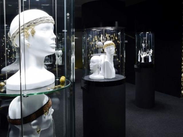 Pohled do expozice s instalací velkomoravských šperků, foto Barbora Tesařová, Archeologický ústav AV ČR, Brno.