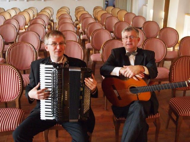 Milovníci emotivního tanga mají příležitost přijmout pozvání na křest CD Tango Jazzile, akordeonista Ladislav Horák, kytarista Petr Paulů