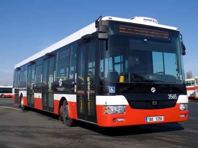 Přijďte se podívat na neobvyklou oslavu 90. výročí pravidelného provozu autobusů v Praze. Foto DPP