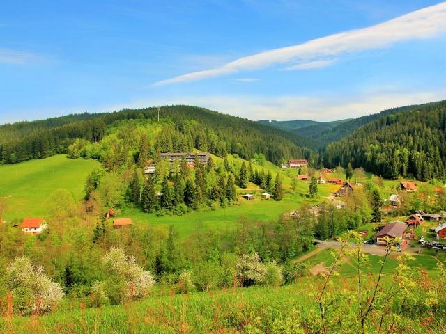 Ve Velkých Karlovicích se v sobotu 27. června uskuteční 7. ročník turistického pochodu Letní karlovská padesátka. Foto Resort Valachy