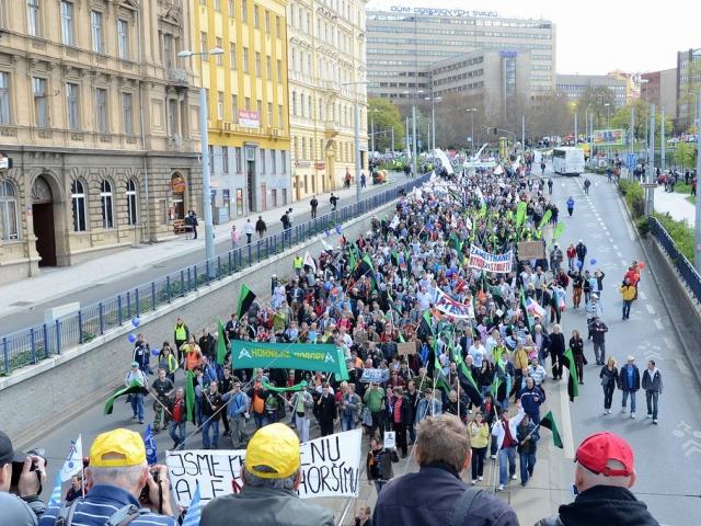 Konec levné práce v ČR? Českomoravská konfederace odborových svazů svolává velký manifestační mítink, foto ČMKOS