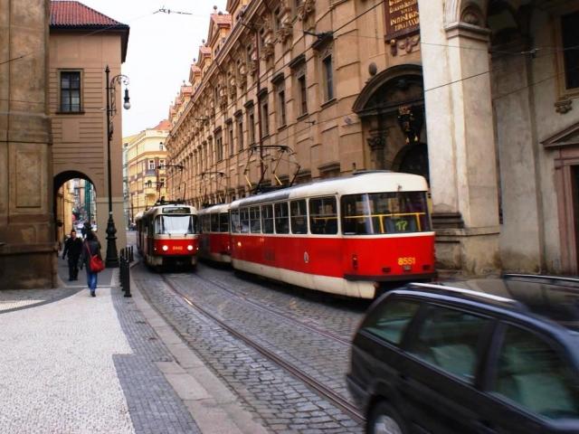 Pražskou MHD můžete s ročním kuponem jezdit jen za 10 korun denně. Foto Praha Press