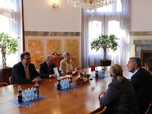 Společné jednání premiérů Milo Đukanoviće a Bohuslava Sobotky a ministra Mládka, foto Ministerstvo průmyslu a obchodu