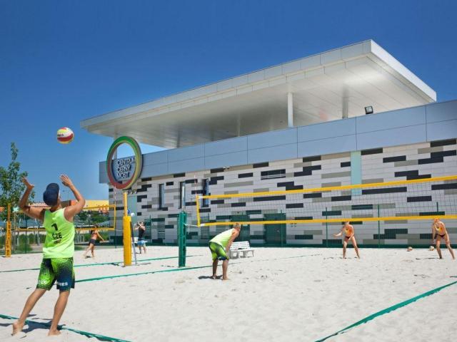 Centrum Černý Most patří i v červenci plážovému sportování. Foto Centrum Černý Most