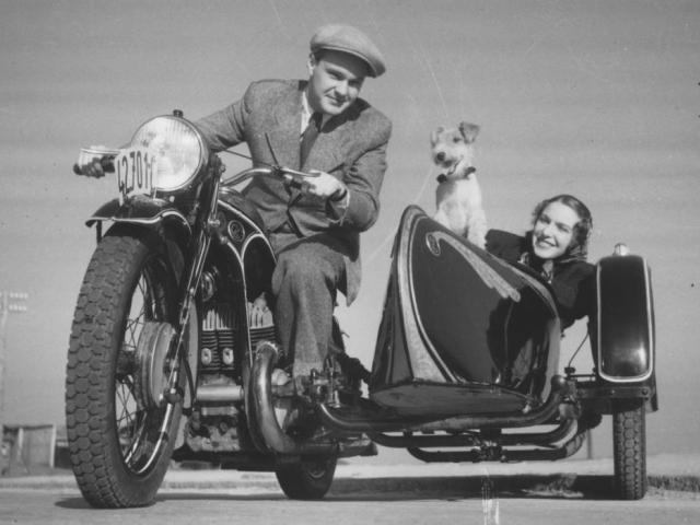 Motocykl ČZ 500 z roku 1940 se sidecarem, foto Ministerstvo průmyslu a obchodu