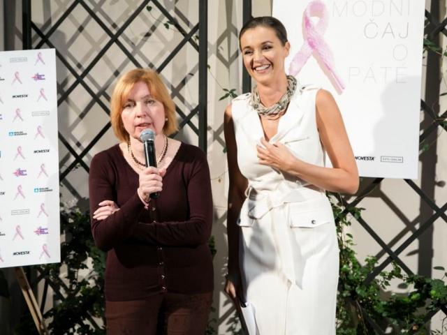Móda pomáhá zdraví. Známé blogerky předváděly módu na podporu boje proti rakovině prsu