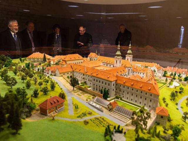 Vědci z VŠCHT pomohou Strahovské knihovně s konzervováním a restaurováním, foto VŠCHT