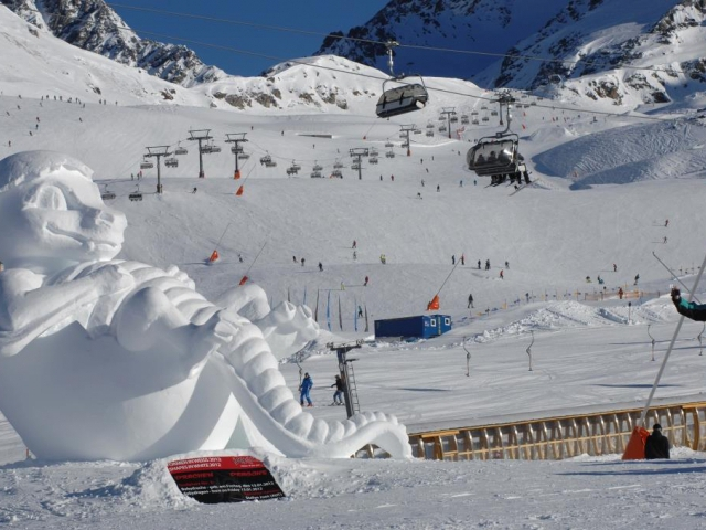 Díky sněhovým sochám se lyžařské středisko promění ve venkovní galerii, foto © TVB Paznaun – Ischgl
