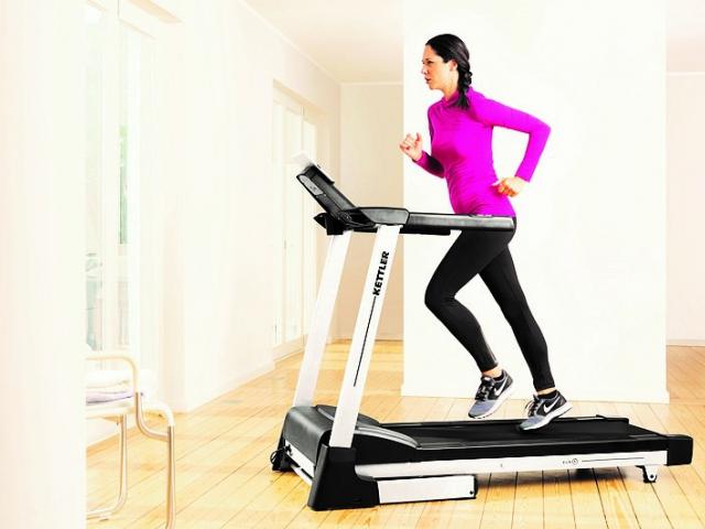 Moderní běžecké trenažéry umožňují plnohodnotný trénink i doma, foto KETTLER