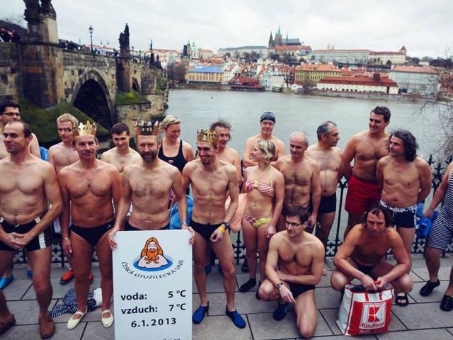 Tříkráloví otužilci na plavecké pouti do Pražských Benátek, foto Prague Venice Boat Tours - Pražské Benátky