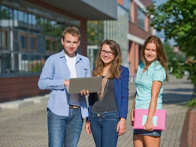 Nekomerční veletrh studijních příležitostí, foto Veletrh pražských veřejných vysokých škol, VŠE