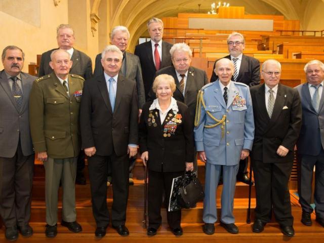 Předseda Senátu Milan Štěch ocenil válečné veterány, foto Senát PČR