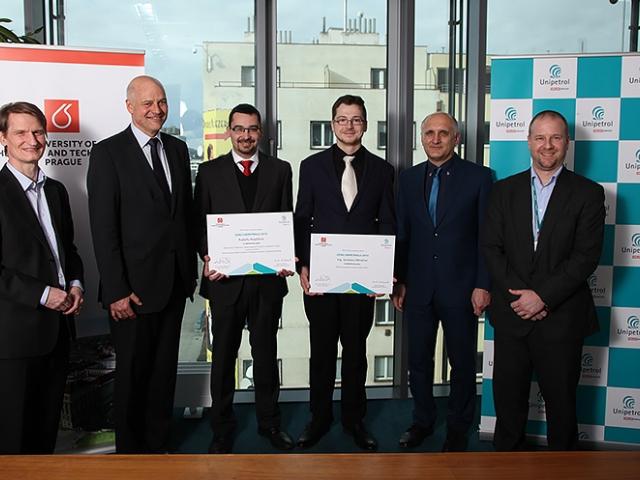 Nejlepší studenti chemie získali Ceny Unipetrolu. Foto VŠCHT