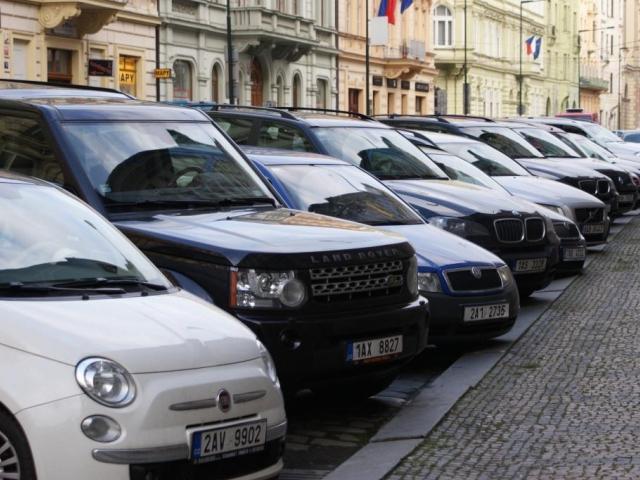 Praha 6 zřídí zóny placeného stání od 1. srpna. Foto Praha Press