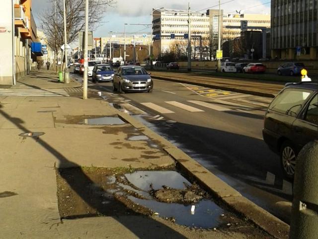 Z Vršovické zmizí na 40 nevzhledných sloupů a vzniknou bezbariérové zastávky. Foto IPR Praha