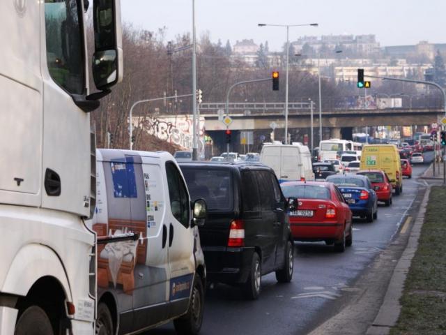 Informace o dopravním opatření na Jižní spojce. Foto Praha Press