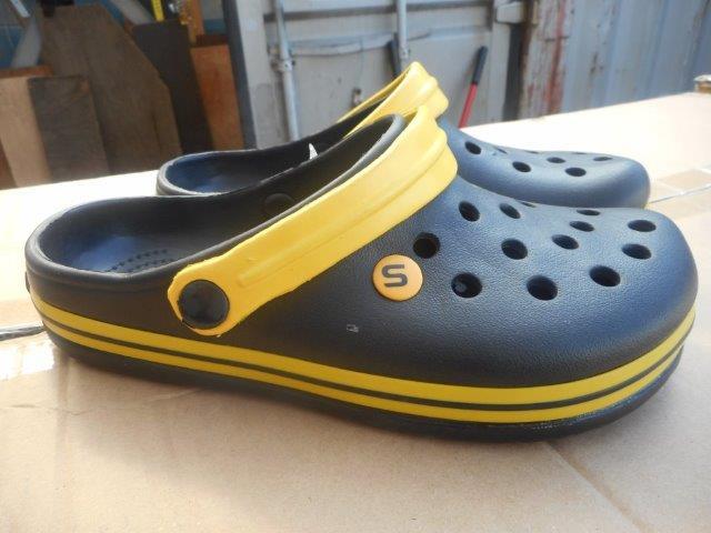 Pražští celníci zajistili padělky obuvi Crocs, foto Celní úřad pro hlavní město Prahu