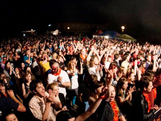 Multižánrový festival MEZI BLOKY je každý rok kreativnější. Foto MEZI BLOKY