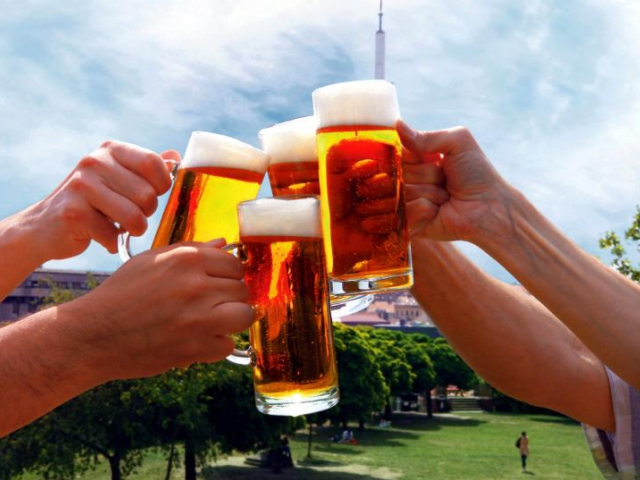 Milovníky piva láká přehlídka pivovarů na Parukářku. Foto ÚMČ Praha 3