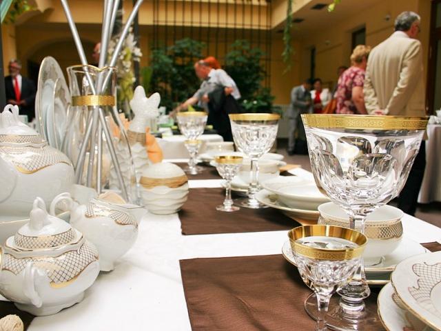 Výstava porcelánu z Karlových Varů ve sněmovním atriu, foto Parlament České republiky, Poslanecká sněmovna