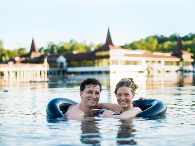 Hévíz po celý rok. Relax u maďarského jezera. 4denní wellness pobyt pro 2 v Hotelu Aquamarin***