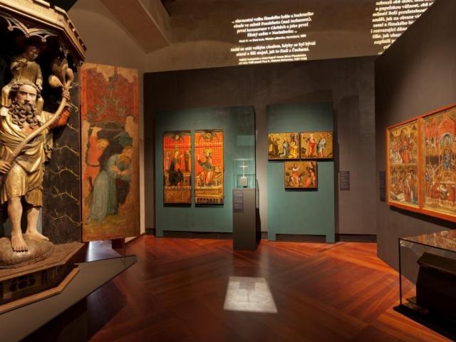 Výstavu Císař Karel IV. 1316–2016 vidělo ve Valdštejnské jízdárně již 50 tisíc návštěvníků. Foto Národní galerie