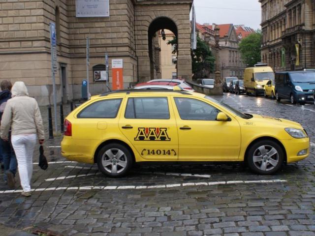 Letiště Praha vypsalo výběrové řízení na provozovatele taxislužby. Foto Praha Press