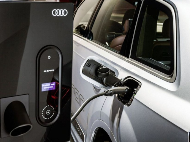 Audi uvádí na český trh Q7 e-tron quattro, foto Audi
