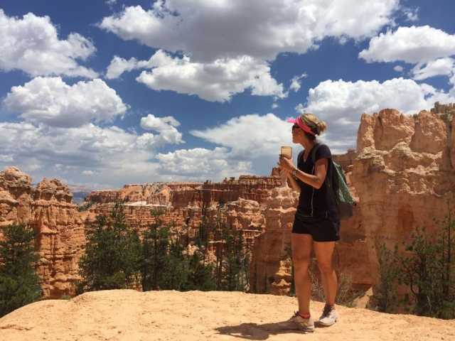 Mnozí turisté často vzpomínají nejen na kouzelné vyhlídky, barvu skal od krémové, růžové až po tmavě rudou. Foto Veronika Beads