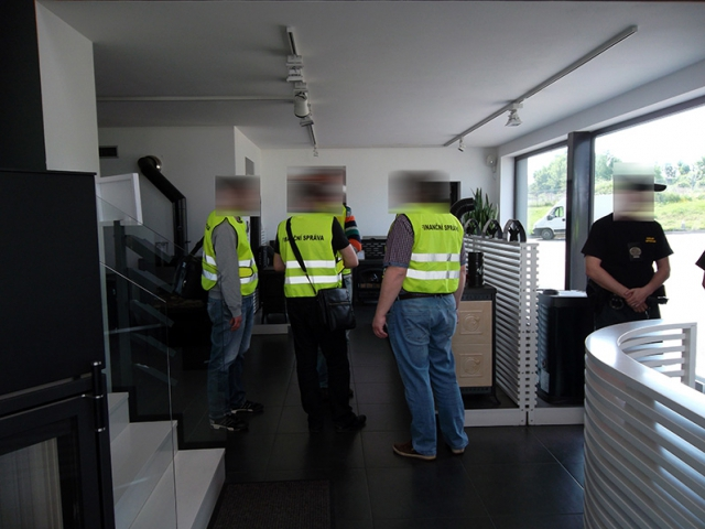 """Blesková exekuční akce """"Petřín"""" se zaměřila na daňové dlužníky, ilustrační foto Finanční správa"""