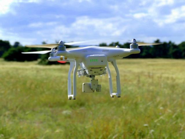 Studenti na VŠTE se naučí jak pilotovat drony, foto VŠTE