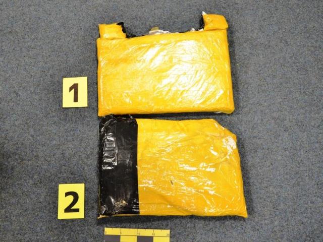 Celníci odhalili dvojité dno kufru a heroin, foto Celní úřad Praha Ruzyně