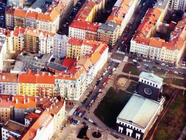 Městská část Praha 3 varuje před podvodnými inzeráty na prodej bytů. Foto Praha Press