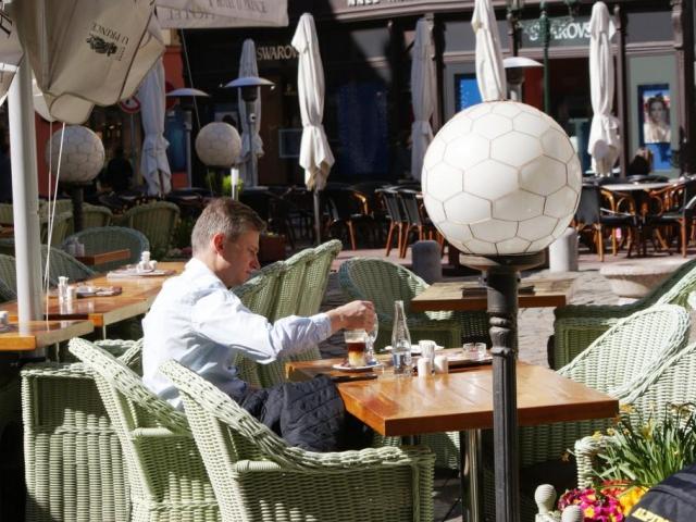 Snižuje se DPH u stravovacích služeb, foto Praha Press