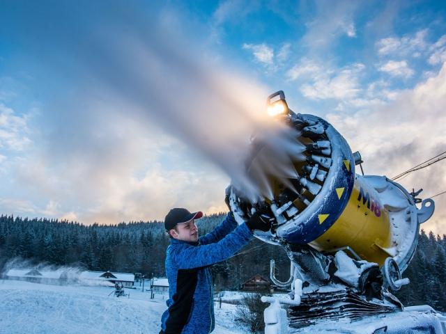 Ski areálu Razula o víkendu zasněžuje, na Štědrý den za korunu. Foto Resort Valachy