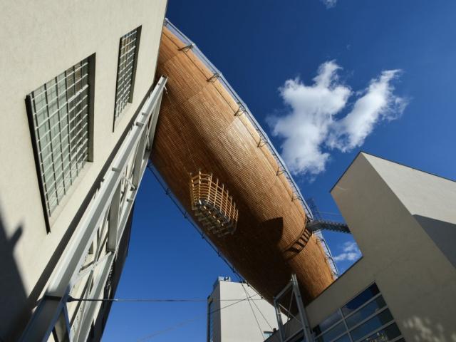 Vzducholoď na střeše DOXu, foto René Volfík