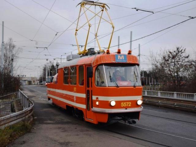 Legendární mazačka se vrací po opravě do provozu. Foto Petr Ludvíček