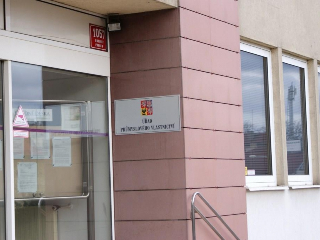 Podvodníci si účtují poplatky na registraci průmyslových práv. Foto Praha Press