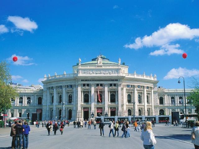 Burgtheater ve Vídni, © Österreich Werbung, Foto: Diejun