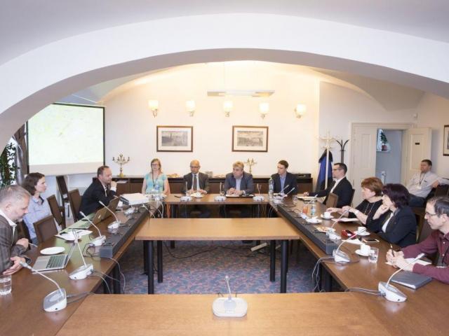 Setkání pražských senátorů a občanů se věnovalo nekalými praktikami developerů, foto Senát PČR