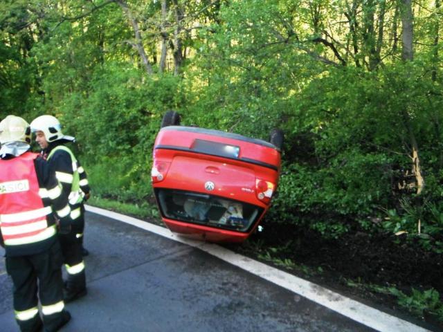 Jednotka z Petřin zasahovala u nehody osobního vozidla, foto Generální ředitelství Hasičského záchranného sboru ČR
