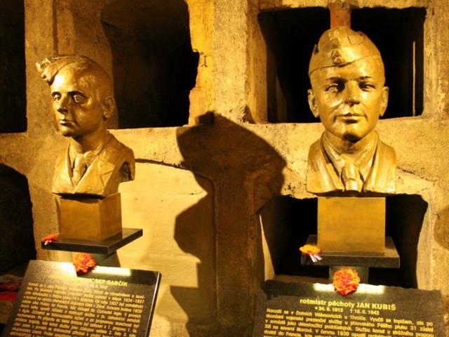 Národní památník hrdinů heydrichiády při pravoslavném chrámu sv. Cyrila a Mětoděje, prostor krypty, foto VHÚ