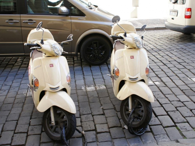 Praha 10 nechá zpracovat studii k parkování, foto Praha Press